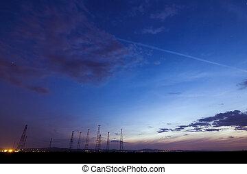torre rádio, em, pôr do sol, em, verão