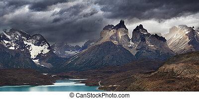 Torres del Paine, Cuernos mountains