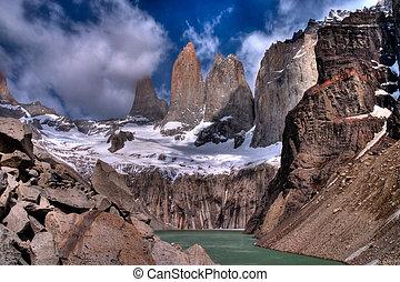 torres del paine, en, chileno, parque nacional, con, lago, hdr