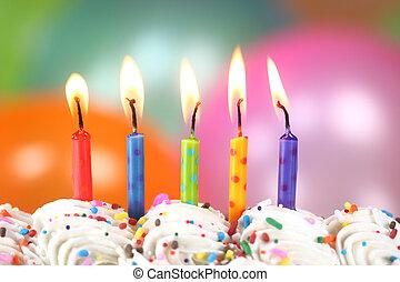 torta, candele, palloni, celebrazione
