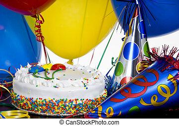 torta de cumpleaños, sombreros partido, y, globos