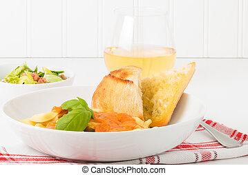 tortelloni, salat, und, wein