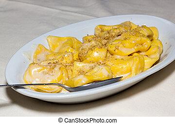 Tortelloni with walnuts