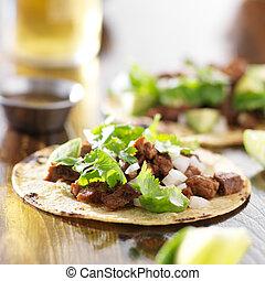 tortilla del maíz, mexicano, carne de vaca, tacos
