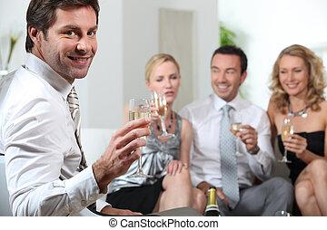 tostare, amici,  champagne