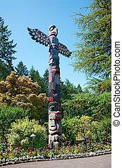 Totem Pole at Butchart Gardens - Aboriginal Totem Pole ...