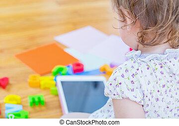totyogó kisgyerek, használ, egy, tabletta, számítógép