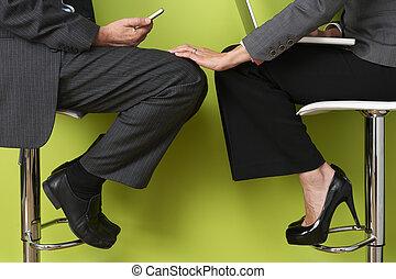 toucher, femme affaires, jambe, colleague's