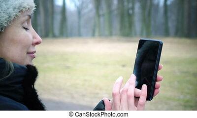 toucher, téléphone, écran, femme, utilisation