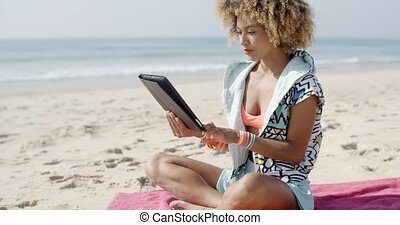 touchpad, plage, femme, usages, tablette