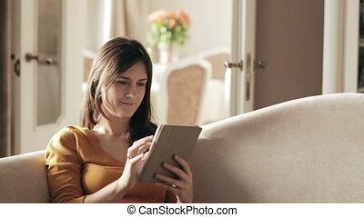 touchpad, sofa, séance femme