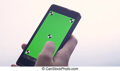 touchscreen, smartphone, business, gros plan, faire, moderne, chroma, doigts, gestes, téléphone, toucher, femme, key-, swiping, utilisation, défilement, écran, intelligent