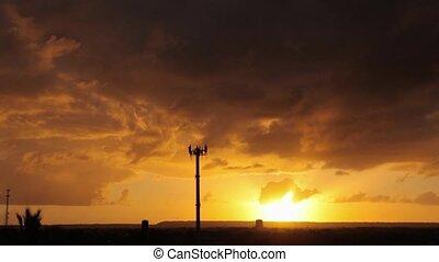 tour communication, coucher soleil