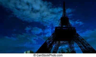 Tour Eiffel timelapse at night with fullmoon - TIME LAPSE:...