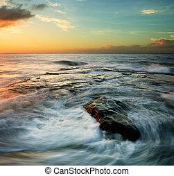 tourbillonner, coucher soleil, vagues