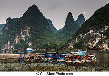 Tourist boats at the Li river