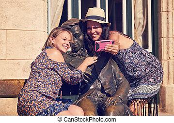 touriste, cuba, selfie, habana, filles, statue, prendre