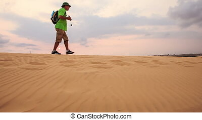 touriste, dunes, sable, contre, horizon, promenades, long, crête, blanc