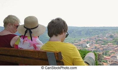 touriste, groupe, reposer, banc