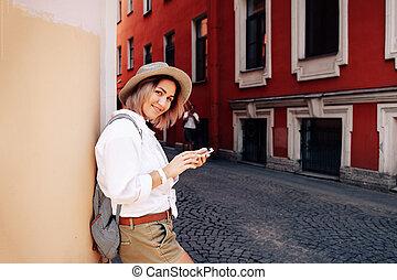 touriste, utilisation, navigation, app, sur, les, mobile, téléphone., voyage, concept