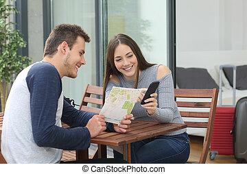 touristes, couple, hôtel, emplacements, recherche