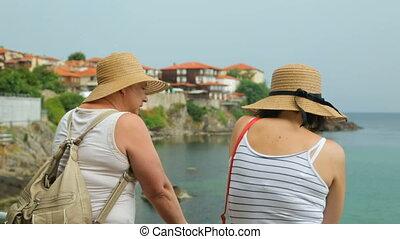 touristes, femme, bord mer