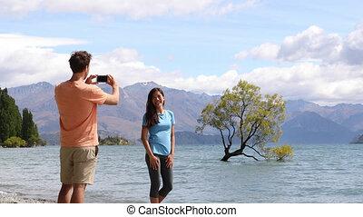 touristes, images, solitaire, lac, zélande, nouveau, arbre téléphone, prendre, wanaka