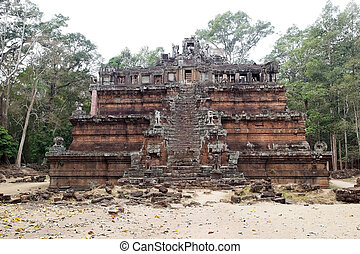 Phimeanakas temple - Tourists are visiting the upper terrace...