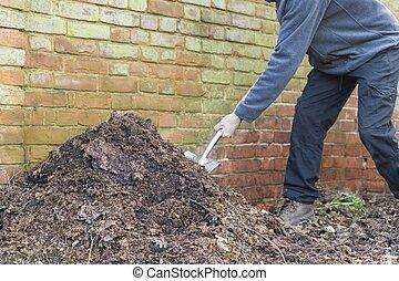 tourner, homme, jardin, composter tas, royaume-uni