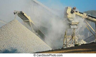 tout, autour de, écrasé, machine, knapping, unloads, stone., dust.
