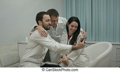 tout, selfie, bureau, monde médical, médecins, ensemble, équipe, prendre
