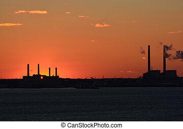 továrna, západ slunce