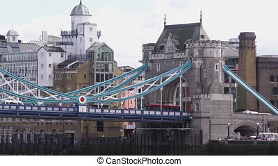 Tower Bridge, Pan and Tilt Up