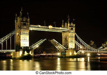 Tower Bridge - Tower bridge open / Night