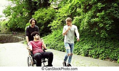 town., wheelchair, twee, wandeling, invalide, jongens,...
