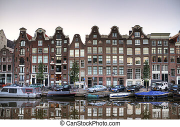 Townhouses Amsterdam - Reflecting townhouses in Amsterdam,...