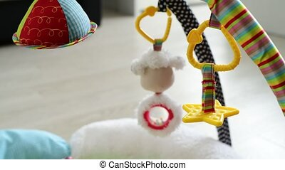 toys for newborns hang over rug - toys for newborns hang...