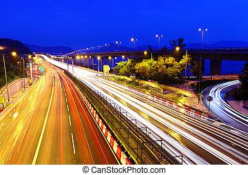 tráfego, ligado, rodovia, à noite