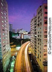 tráfico, en, céntrico, por la noche