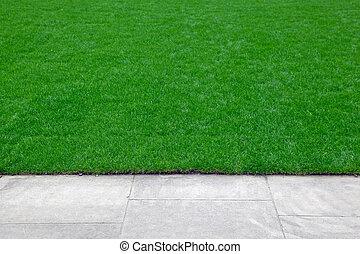 trávník, ořízka