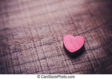 trä, hjärta, röd fond