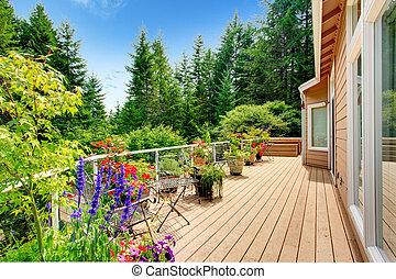 trä, walkout, däck, med, vibrerande färg, blomningen