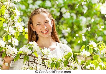 träd, tonåring, flicka, blomningen, vit, lycklig