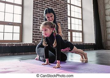 tränare, litet, arbete, gymnastiksal, barn, planka, hur, ...