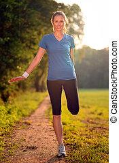 träningen, kvinna, ung, sträckande