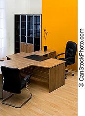 træagtigt skrivebord