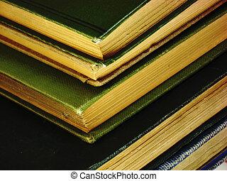 très, vieux livres