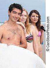 três, adolescente, amigos, praia