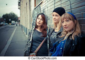 três amigos, mulher