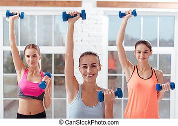 três, ativo, mulheres, fazendo, exercícios, para, braços, em, ginásio